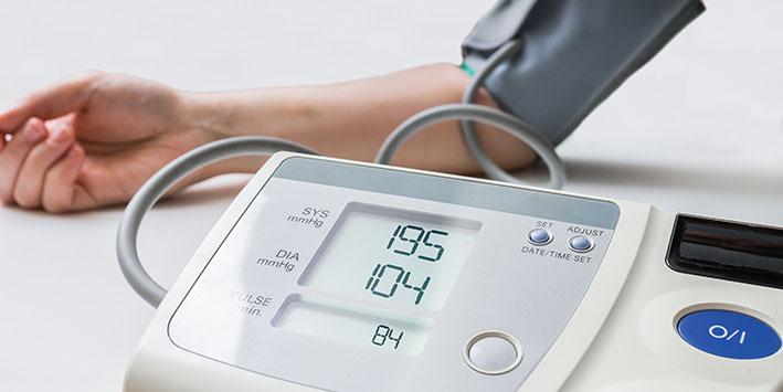 Bluthochdruck bei Frauen: Zusammenhang mit Zahnverlust?