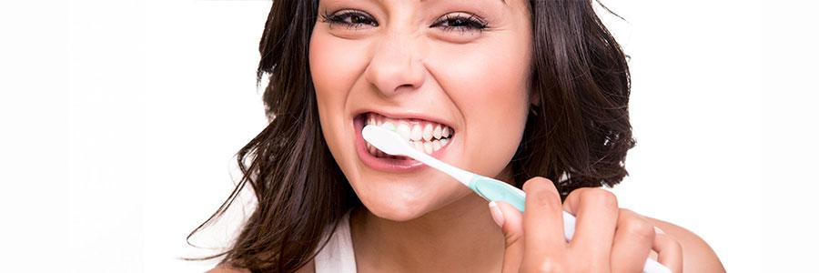 Wer putzt seine Zähne besser: Mann oder Frau?