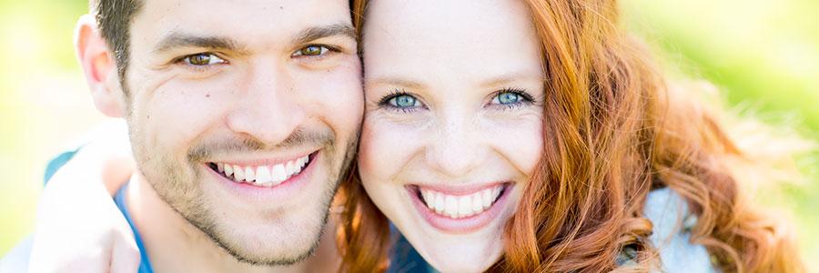 Partnersuche: Blick auf die Zähne