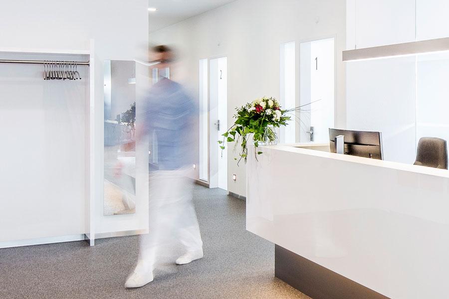 (Zahn-) Medizinische Fachangestellte (w/m/d) für die Rezeption in Vollzeit.